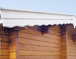 ミニログハウスの特長 その1 重厚な破風板・波板スペア付