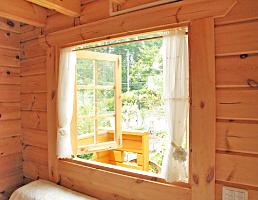 ミニログハウスの特長 その5 木製本格二重ガラス
