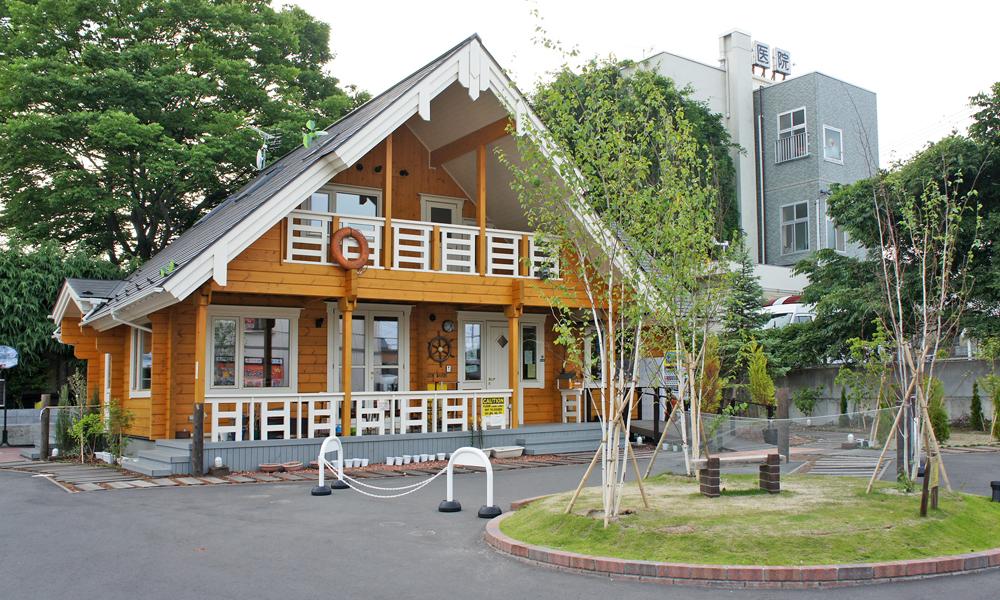 宮城県仙台市にて開業している星内科小児科医院の敷地内にがらくら遊覧船(サン・マリー号)としてログハウス施設を運営されています。(画像をクリックすることでGoogle ストリートビューにて閲覧可能です)