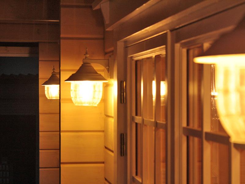 ログハウスと照明
