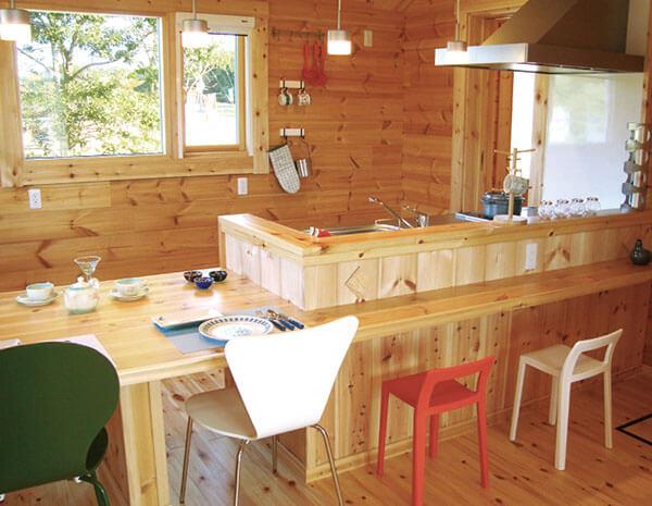 温かみのある雰囲気が魅力的なログハウスのコテージ~キャンプの宿泊施設にもぴったり~