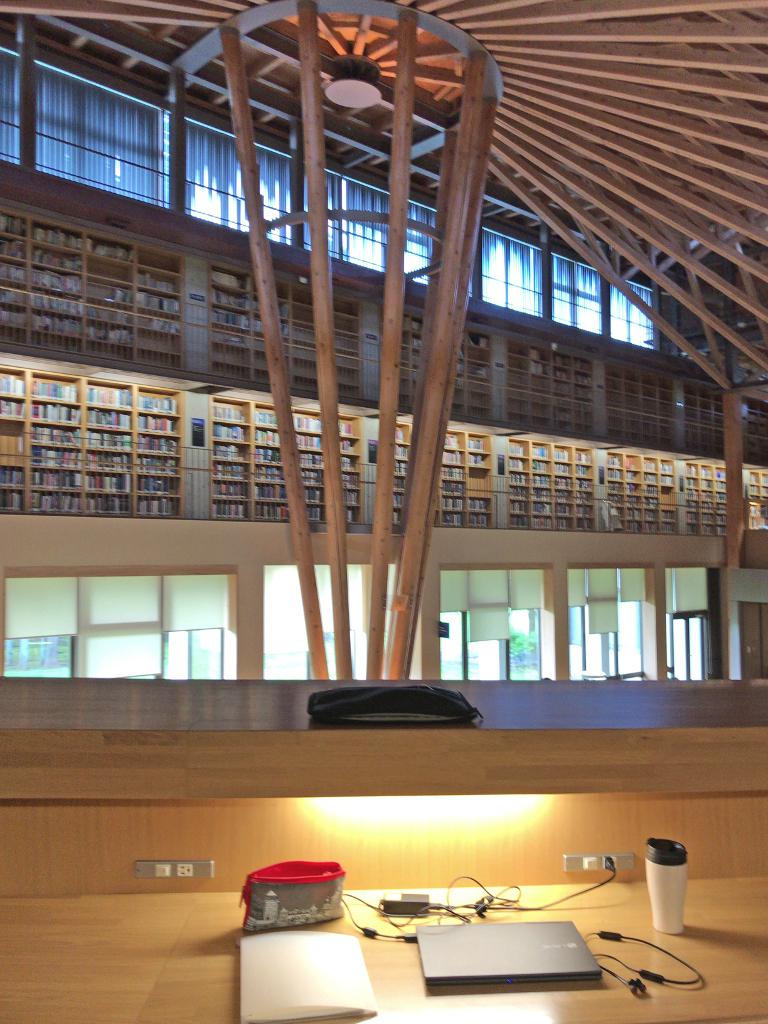 中嶋記念図書館