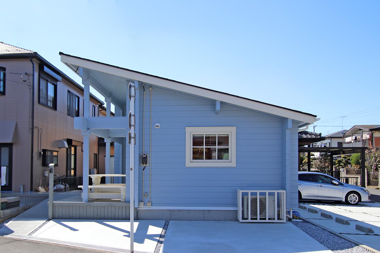 片流れ屋根のログハウス(屋外2)
