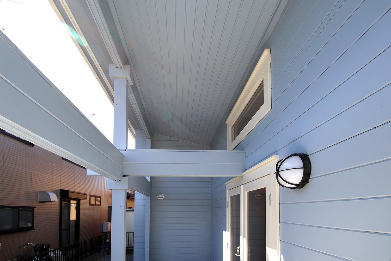 片流れ屋根のログハウス(屋外3)