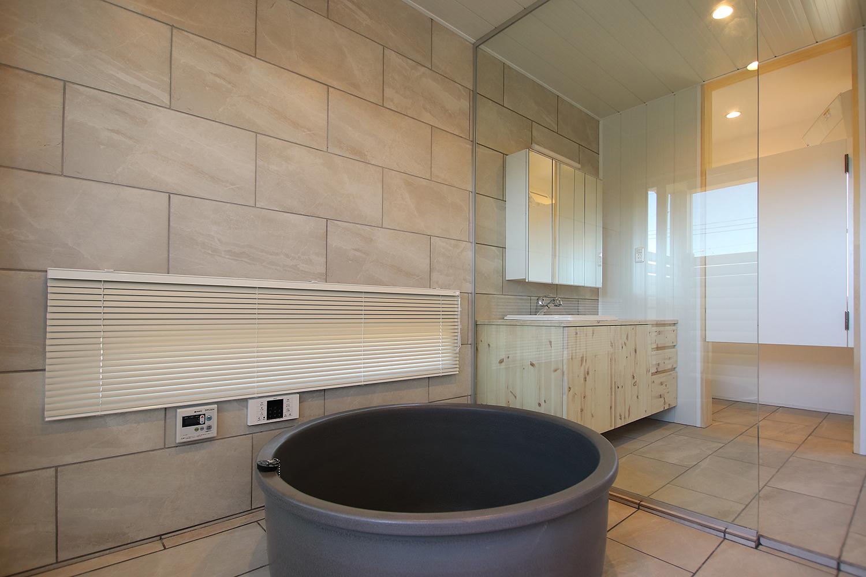 北欧モダンリゾート住宅(リゾートホテルのような浴室)