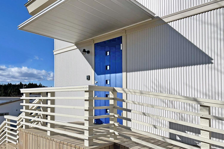 北欧モダンリゾート住宅(玄関ドア)
