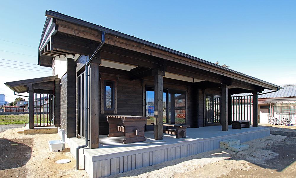 日本の郷愁、日本人の心癒しの古民家ログハウス
