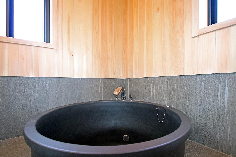 古民家ログハウス 熊野 屋内7(信楽焼浴室)